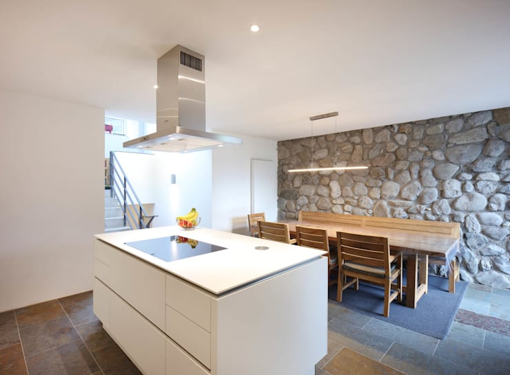 Modern dining room by Architekturbüro zwo P Modern