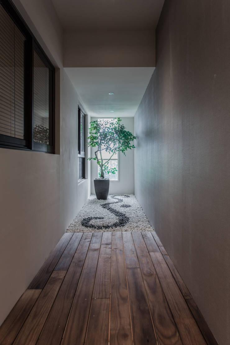 《聚‧日常》:  走廊 & 玄關 by 辰林設計
