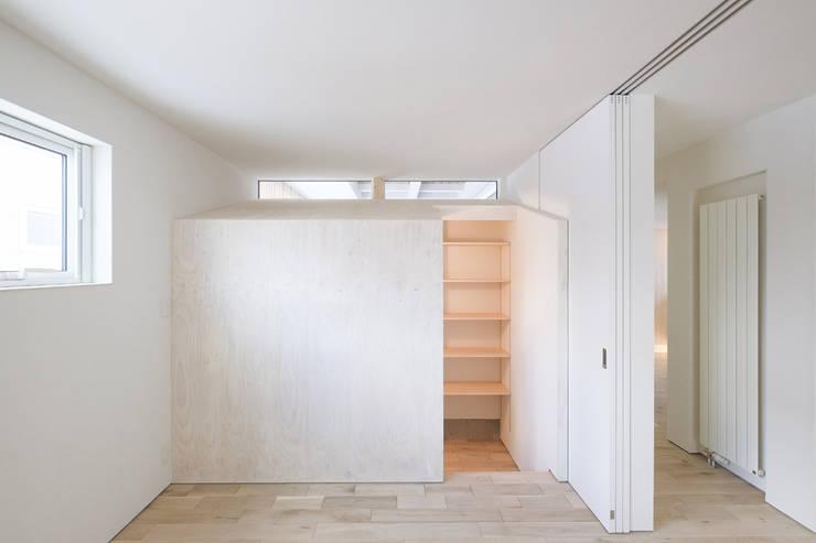 山の手コートハウス: 一級建築士事務所 Atelier Casaが手掛けた寝室です。