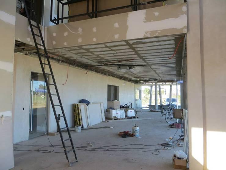 Interior - proceso constructivo: Edificios de Oficinas de estilo  por Estudio A+I,