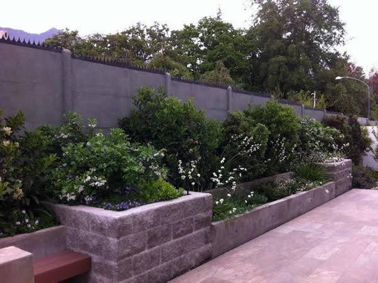 Proyecto de Paisajismo Familia Ruiz : Jardines de estilo  por Aliwen Paisajismo