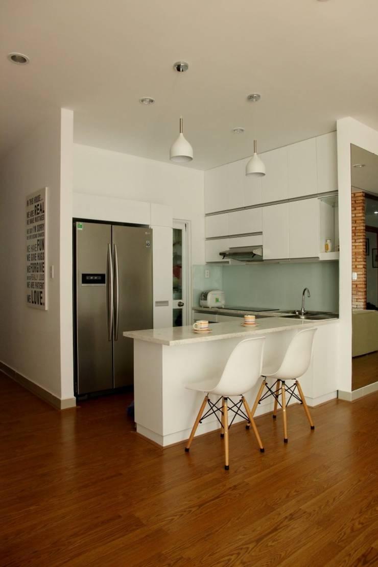 Phòng ăn và bếp rộng rãi, mang đến cảm giác thoải mái khi nấu ăn.:  Phòng ăn by Công ty TNHH Thiết Kế Xây Dựng Song Phát