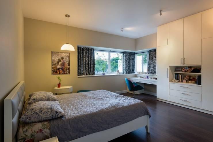 Phòng ngủ cùng yêu cầu giữ mức độ tiện nghi sinh hoạt cao nhất.:  Phòng ngủ by Công ty TNHH Thiết Kế Xây Dựng Song Phát