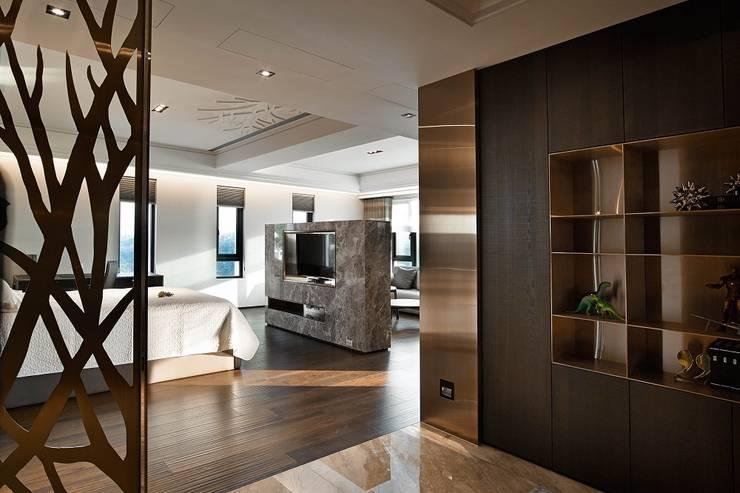 Dormitorios de estilo  de 辰林設計, Moderno
