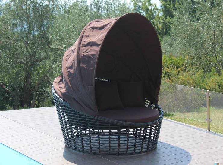 Divano tondo per esterno con parasole Nest:  in stile  di Uniko