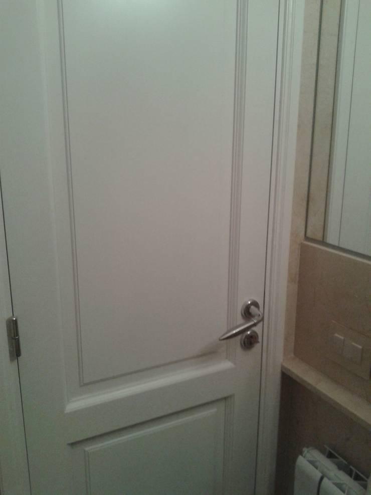 Departamento R : Puertas de estilo  por GMV ESTUDIO