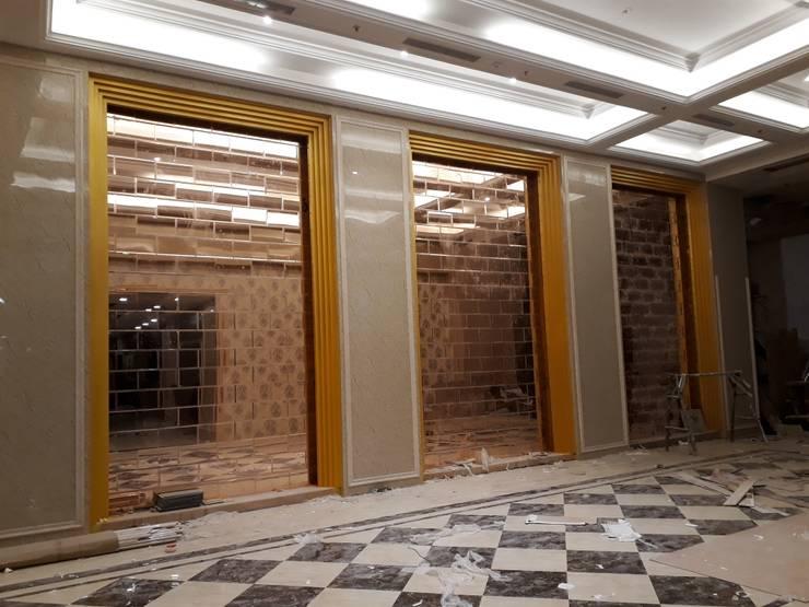 Zinnat motel (alipur):  Walls & flooring by Accent interior world