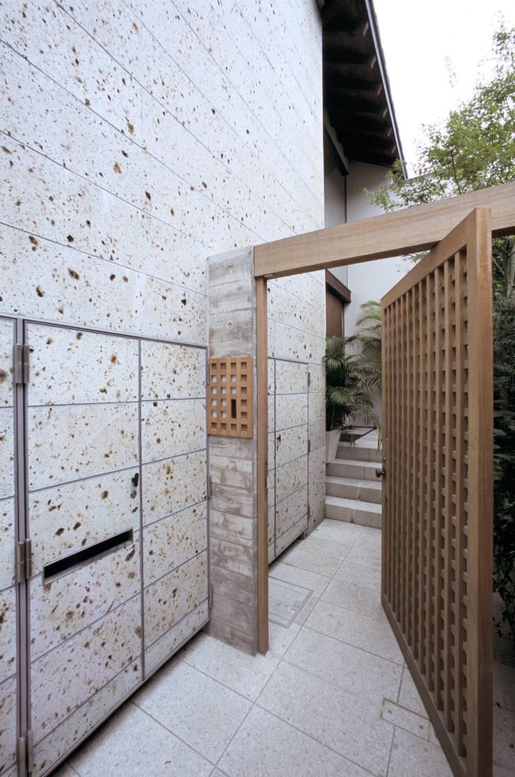 Maisons de style  par 株式会社 ギルド・デザイン一級建築士事務所, Asiatique Pierre
