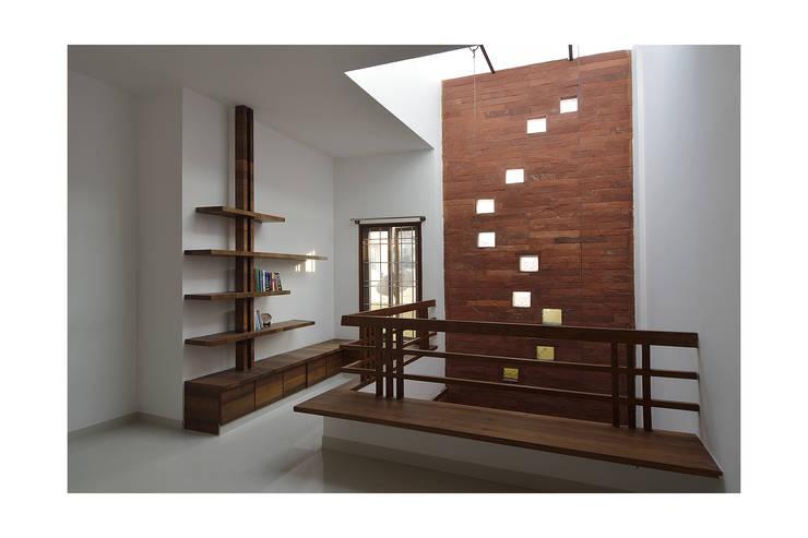 modern Study/office by Ineidos
