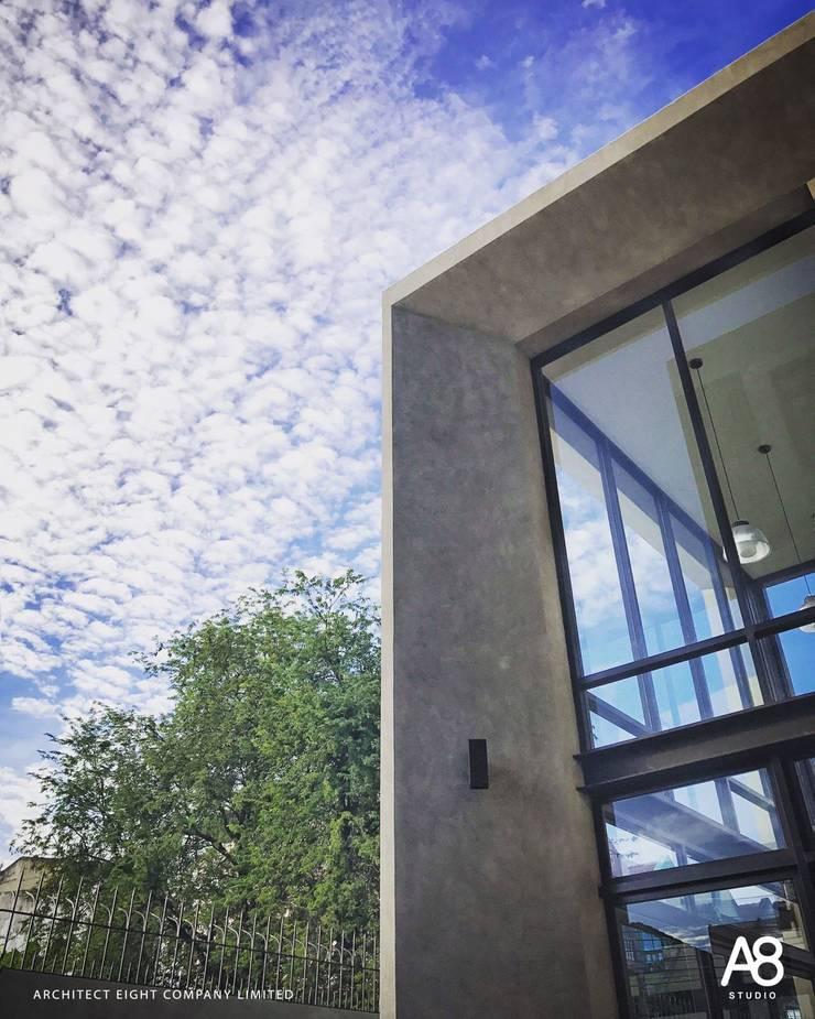 FLIP HOUSE : บ้าน 3 ชั้น ซอยประชาอุทิศ:   by A8 Design Studio