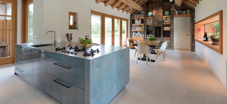 Ontwerp keuken met Michellinsterren:  Keuken door EMYKO | Residential Interior Design, Modern
