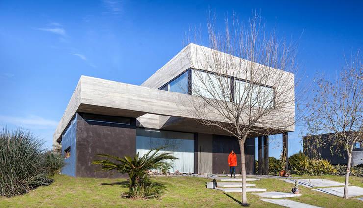房子 by Speziale Linares arquitectos