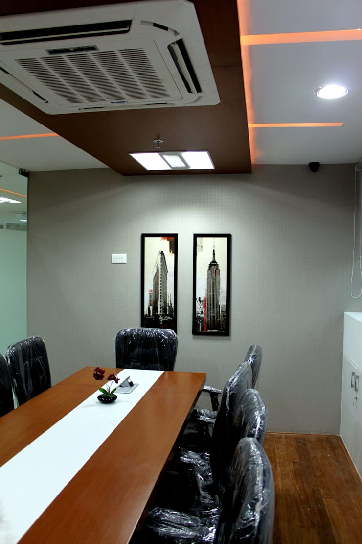 Commercial Interior Projects:  Offices & stores by deZinebox