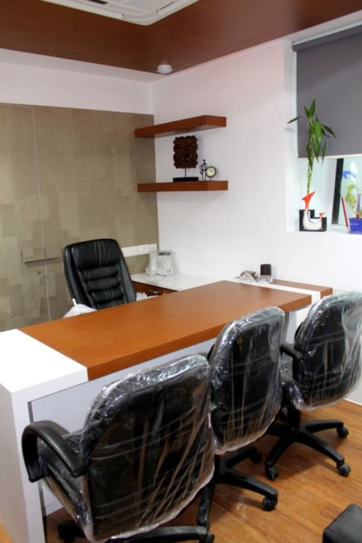 Commercial Interior Projects: minimalistic Study/office by deZinebox