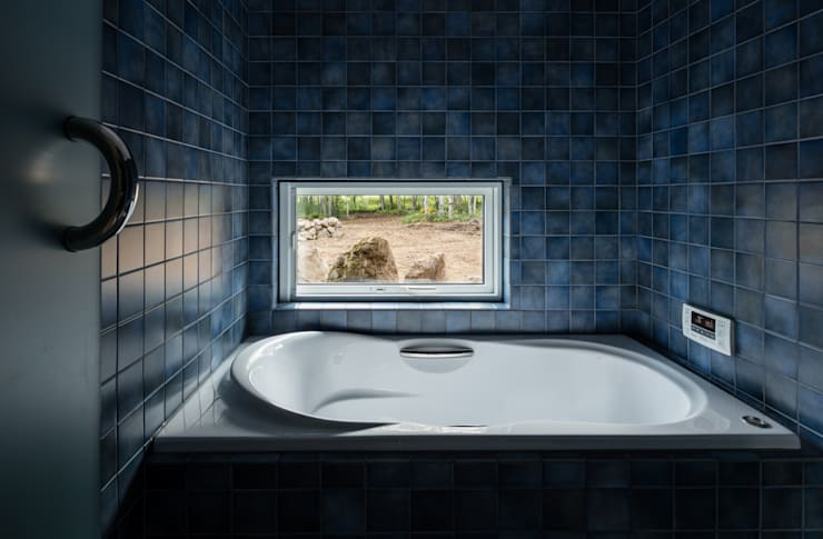 Le Pont: 株式会社 ATELIER O2が手掛けた浴室です。