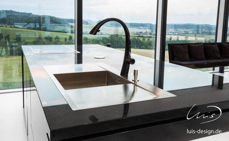 Kitchen units by Luis Design