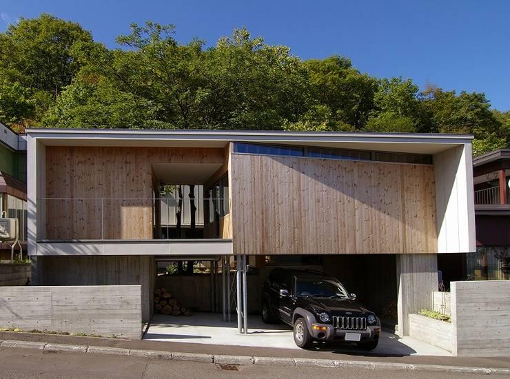 イヌエンジュの家: 株式会社 ATELIER O2が手掛けた省エネ住宅です。