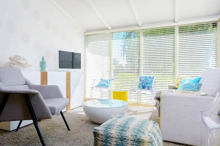 Salas de estilo  por Habitaka diseño y decoración