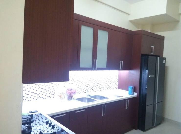 kitchen set  build:   by Eswae Interior