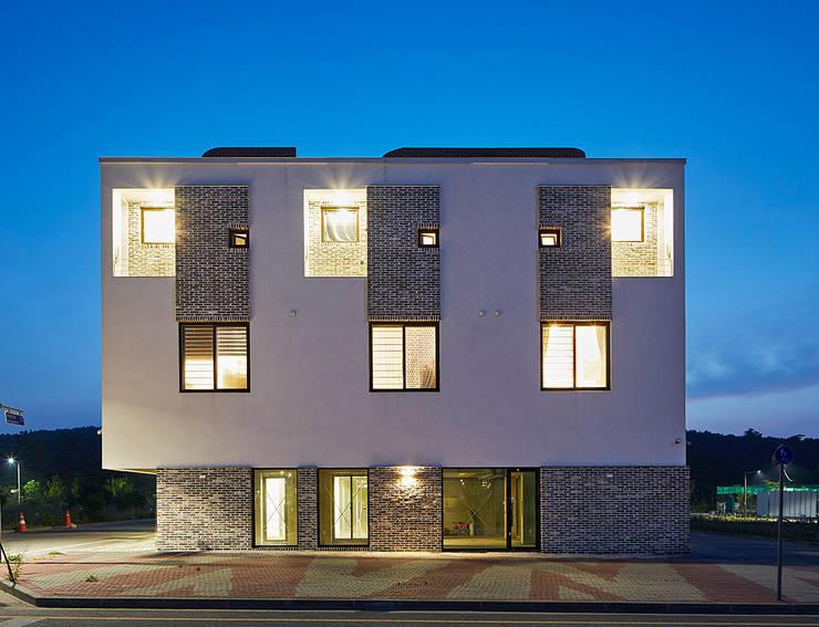 중정삼대: TODOT 의  주택