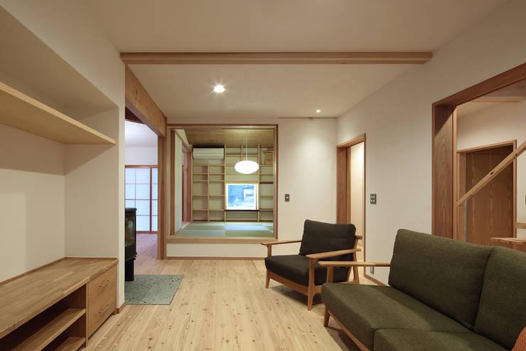 Phòng khách by 山道勉建築