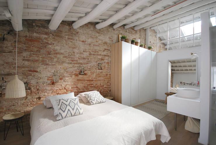 Camera da letto in stile  di Abrils Studio