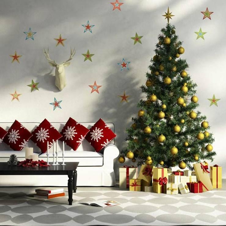 Bạn có thể trang trí thêm các gói quà nhỏ.:  Phòng khách by Công ty TNHH Thiết Kế Xây Dựng Song Phát