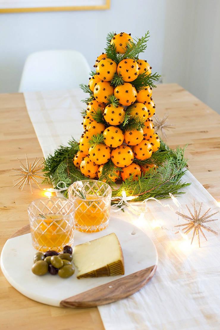 Ý tưởng cây thông từ những chiếc bánh ngọt, hoặc trái cây tươi.:  Phòng ăn by Công ty TNHH Thiết Kế Xây Dựng Song Phát