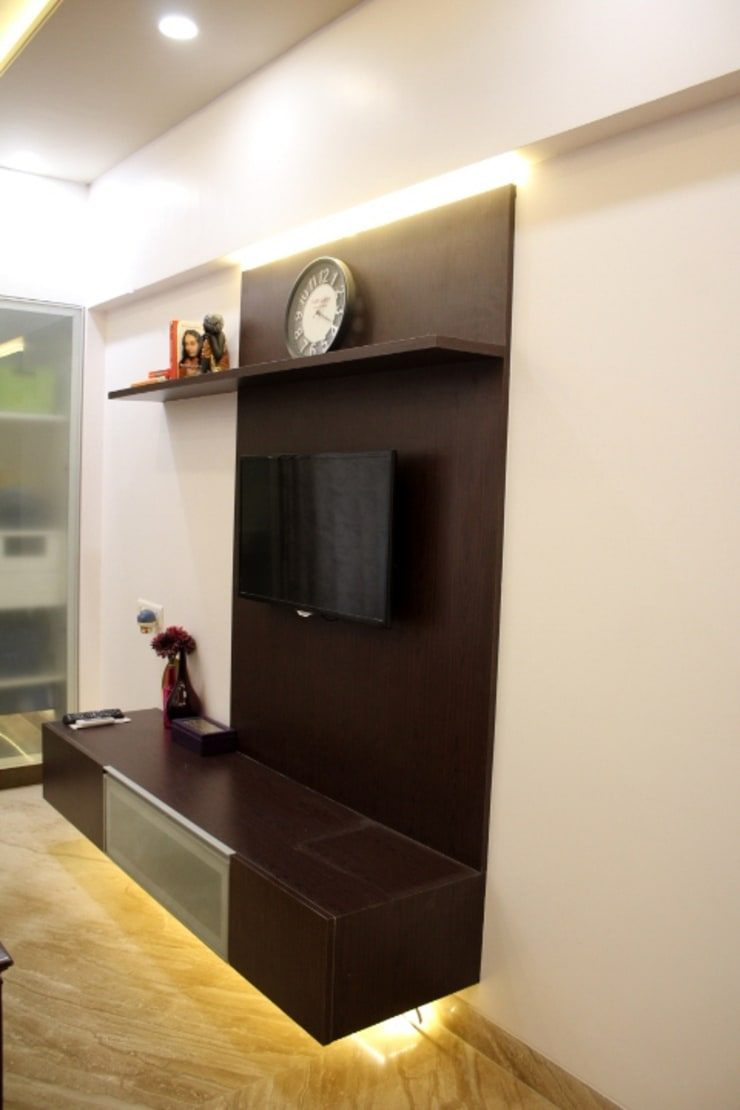 3BHK Interiors at Kalyani Nagar, Pune:  Living room by Finch Architects,