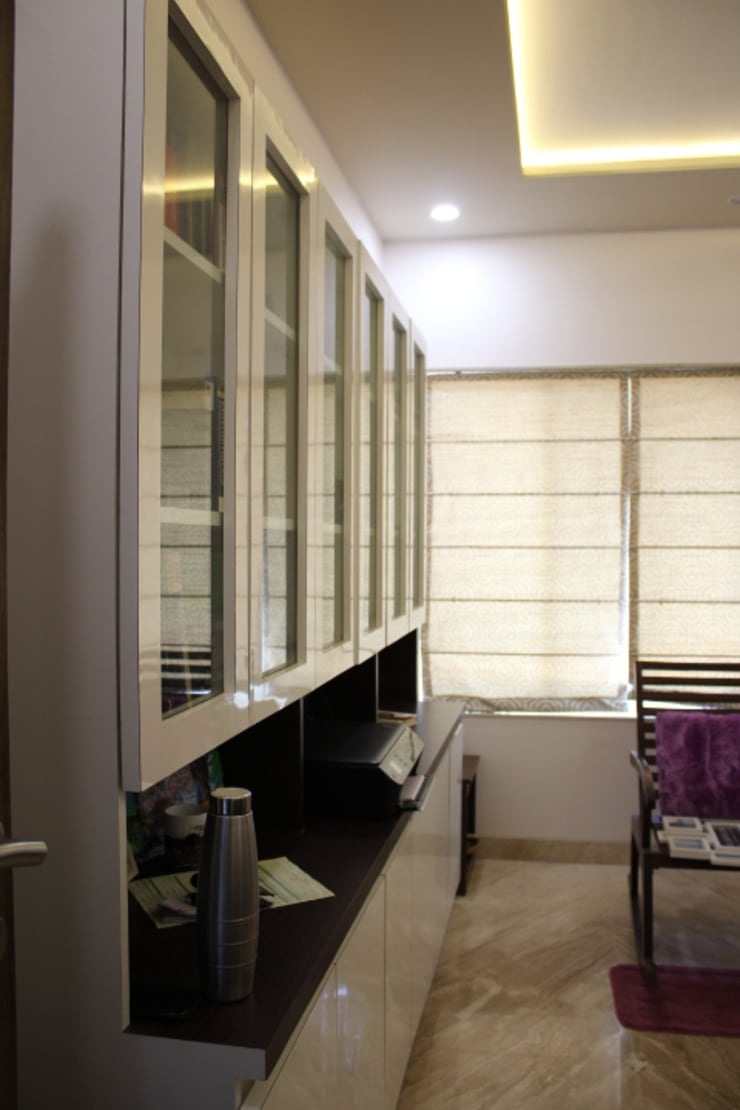 3BHK Interiors at Kalyani Nagar, Pune:  Study/office by Finch Architects,