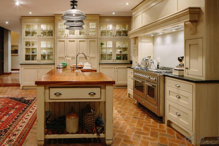 city skyline farmhouse:  Kitchen by drew architects + interiors, Classic Bricks