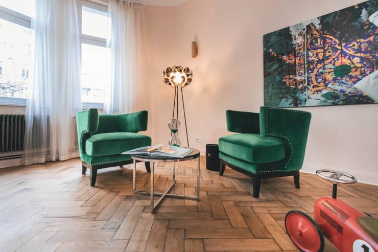 Salones de estilo clásico de CARLO Berlin - Architektur & Interior Design