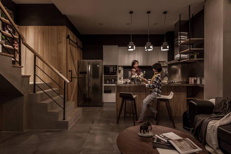 Built-in kitchens by 漢玥室內設計