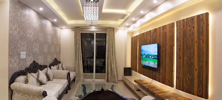 DLF Westend Heights - A1124: modern Living room by Pebblewood.in