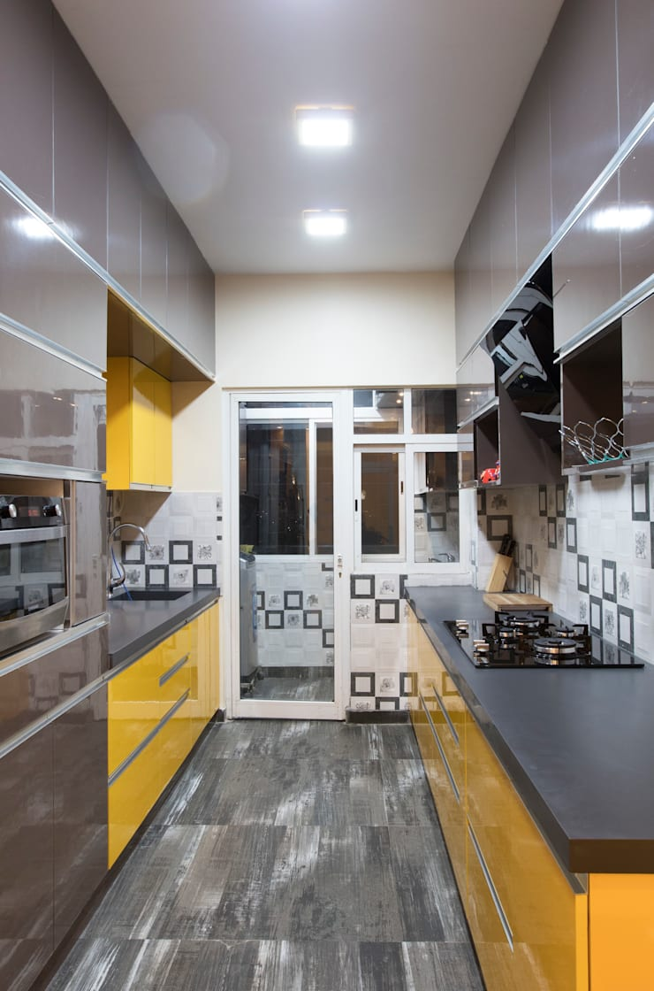 DLF Westend Heights—A1124: modern Kitchen by Pebblewood.in