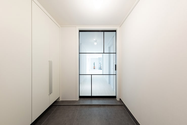 Corridor & hallway by 한디자인 / HAN DESIGN