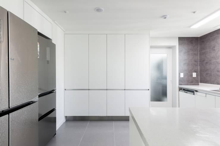 Cucina in stile  di 한디자인 / HAN DESIGN