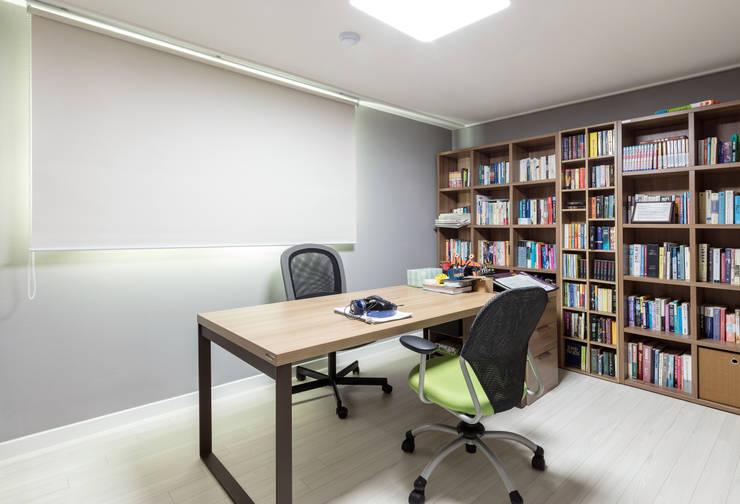 압구정미성아파트: 한디자인 / HAN DESIGN의  서재 & 사무실