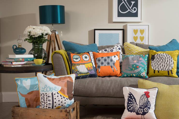 Cushions Group Lifestyle: 울스터위버스의  거실