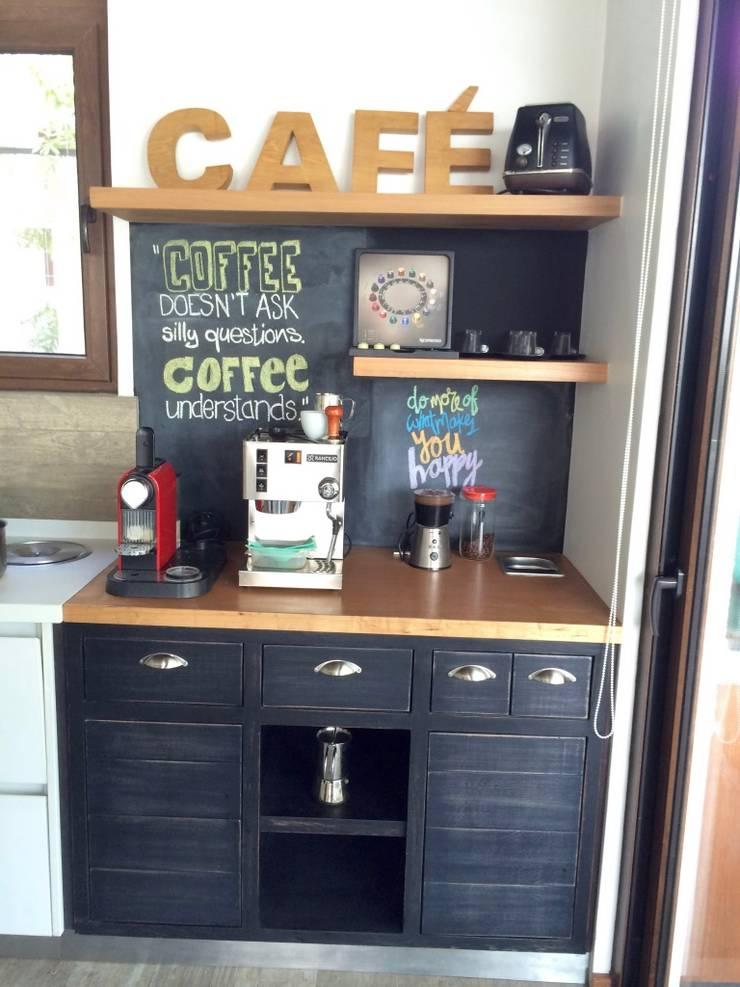 MUEBLE / CAFE: Cocinas equipadas de estilo  por PICHARA + RIOS arquitectos