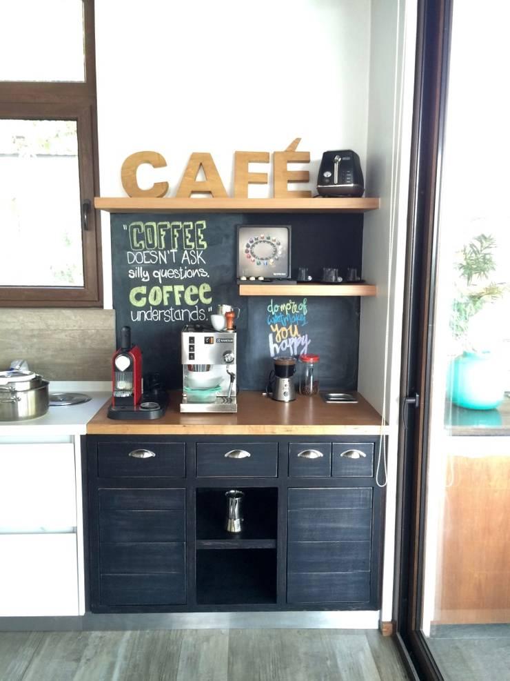 COCINA  MUEBLE PARA CAFE: Cocinas equipadas de estilo  por PICHARA + RIOS arquitectos