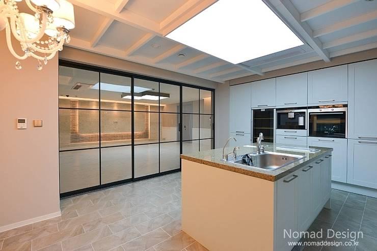 66평 강서구 엘크루블루오션 – 부산: 노마드디자인 / Nomad design의  주방
