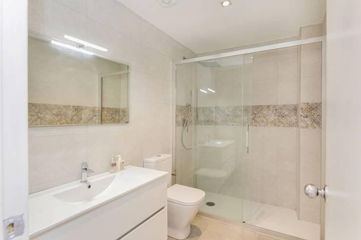 حمام تنفيذ Gramil Interiorismo II - Decoradores y diseñadores de interiores