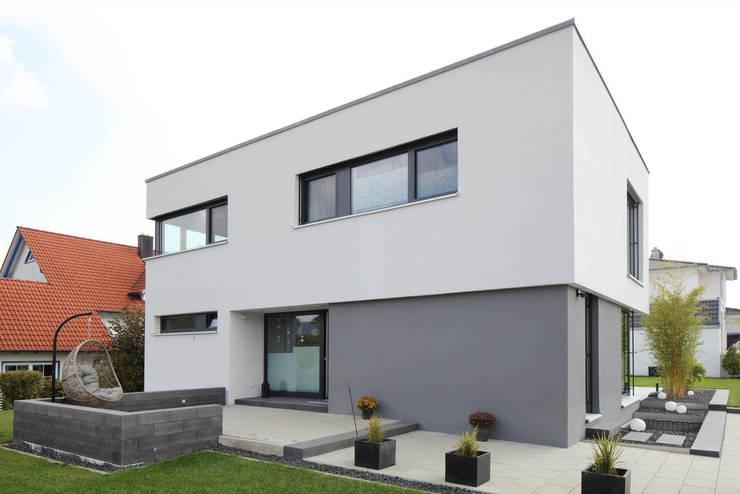 Single family home by Architekturbüro zwo P, Modern