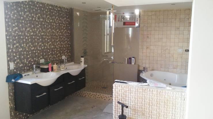 baño principal: Baños de estilo  por Arquigrafic, c.a.