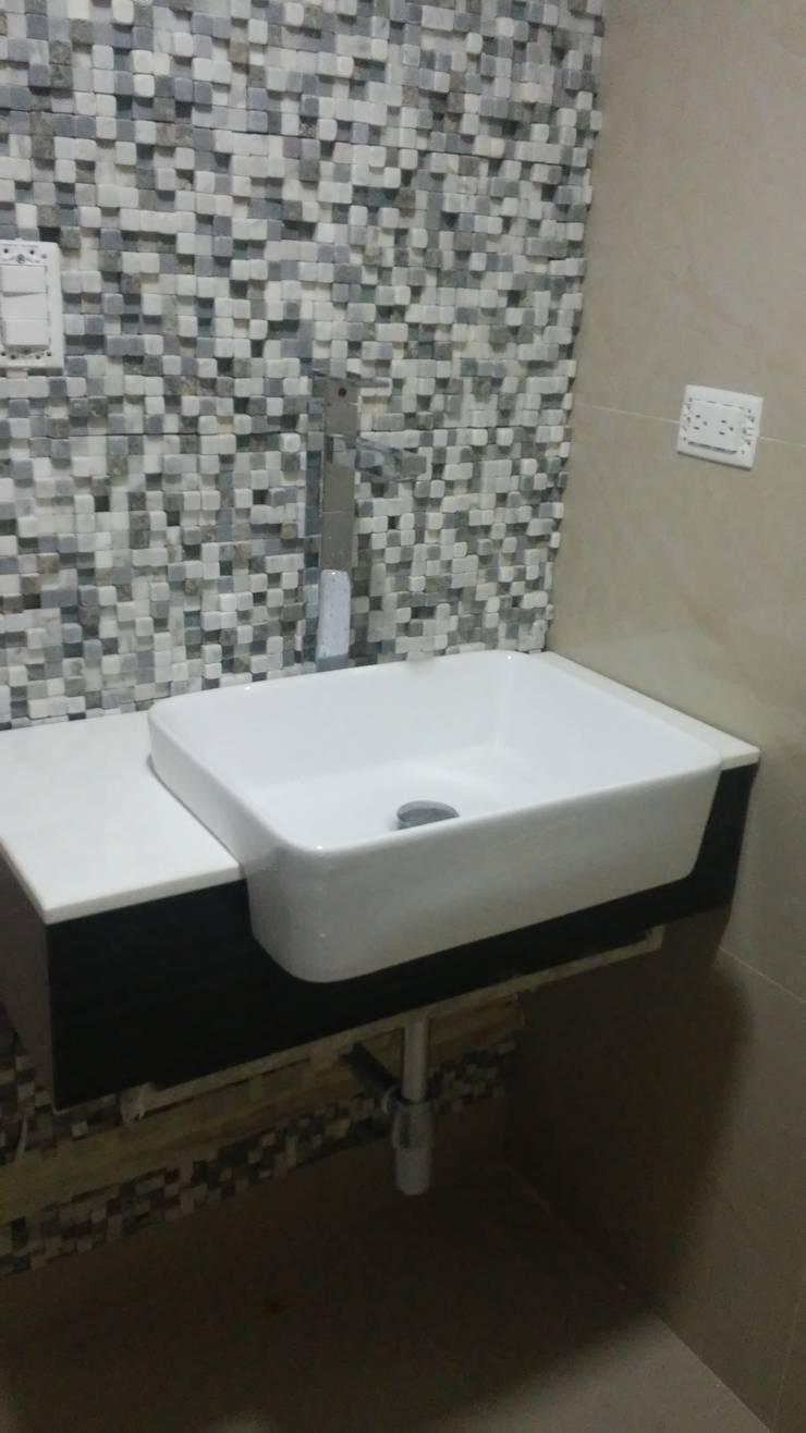 Baño visita - acabados: Baños de estilo  por Arquigrafic, c.a.