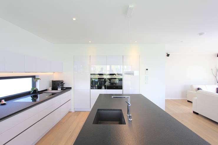 Встроенные кухни в . Автор – STRICK  Architekten + Ingenieure