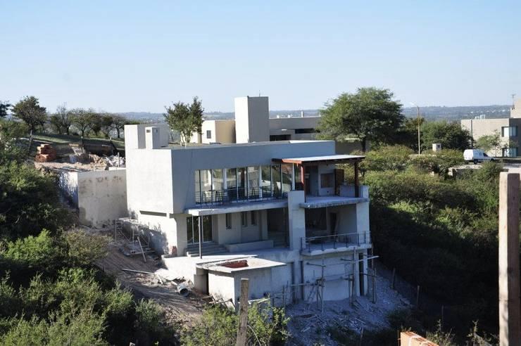Casa La rufina : Casas de estilo  por f$Mac,