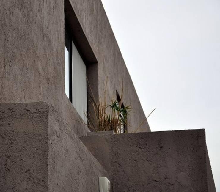 Casa Valle Escondido : Casas de estilo  por f$Mac,Moderno