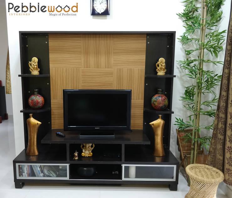 Purva Seasons 270—Bangalore: modern Living room by Pebblewood.in
